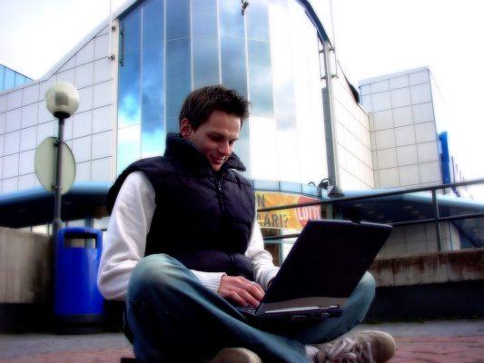 Tips Memilih Laptop Kerja yang Tepat