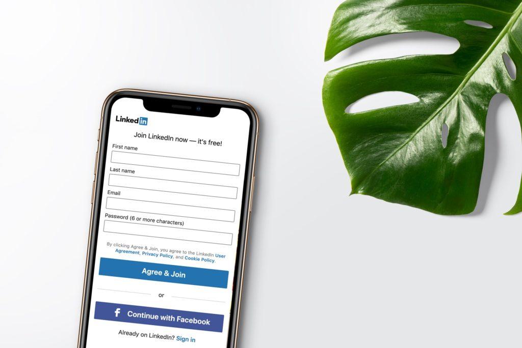 cara mendapatkan pekerjaan baru update profile linkedin