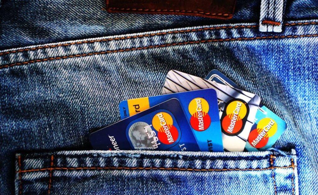 Menghindari Penggunaan Kartu Kredit