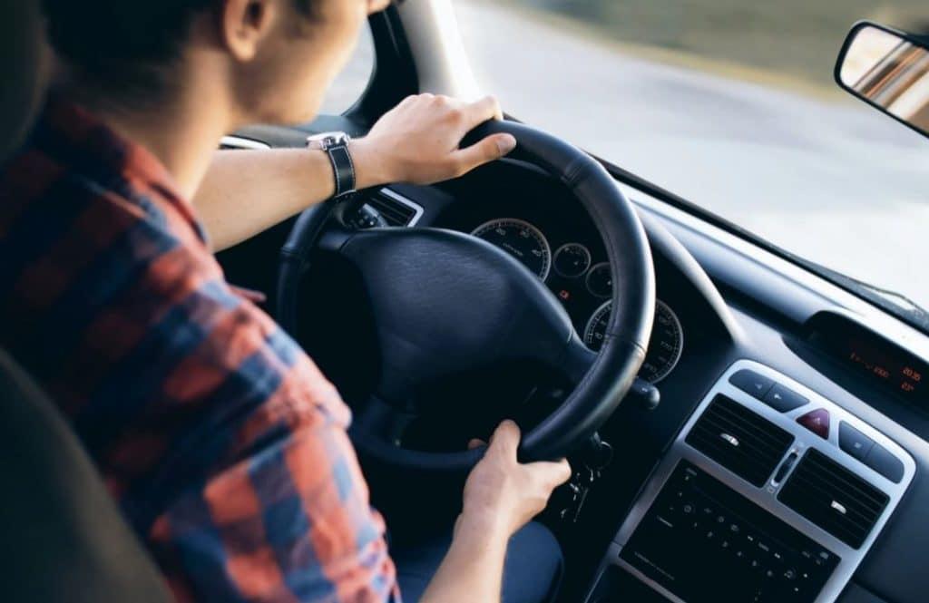 Driver Taksi atau Ojek Online