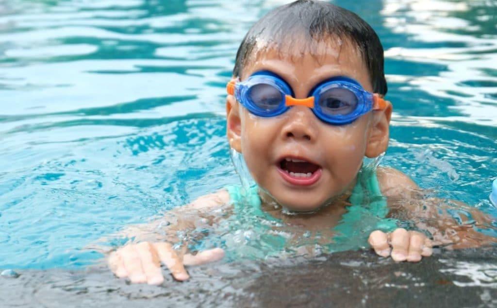 Berenang atau Olahraga Ringan Lain