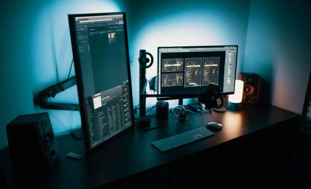 Layar Komputer / Monitor Tidak Sejajar Dengan Mata
